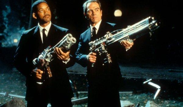 Men In Black Will Smith Tommy Lee Jones guns up against Edgar
