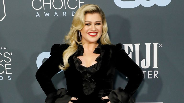 Kelly Clarkson attends the 25th Annual Critics' Choice Awards at Barker Hangar on January 12, 2020 in Santa Monica, California