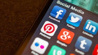 Businesses look to social media to win new customers