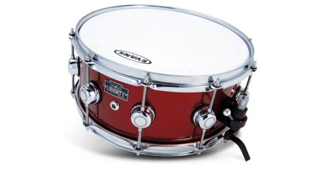 The first thing we notice on unpacking the snare is its gorgeous metallic red finish