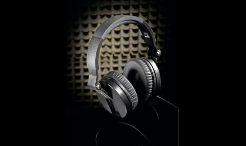 Constructed in the main from textured black plastic, the headphones seem sturdy enough for a hard-working studio life