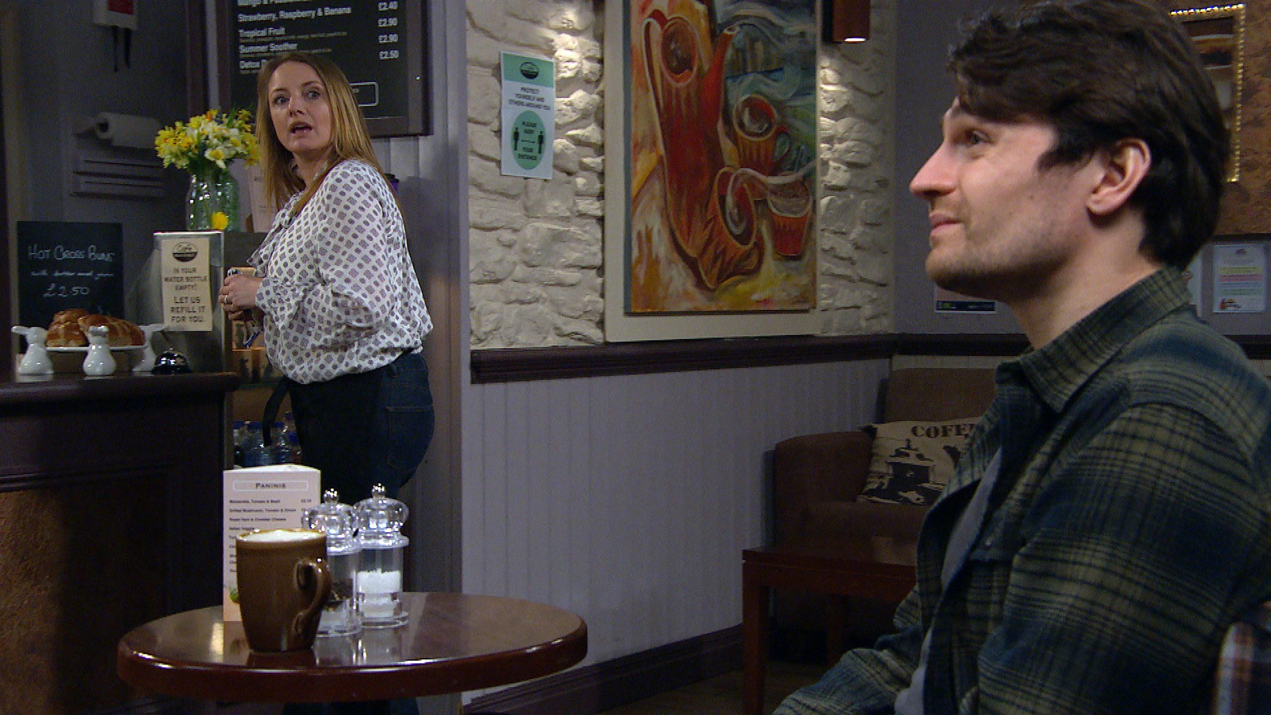 Nicola desesperada toma el asunto en sus propias manos en Emmerdale