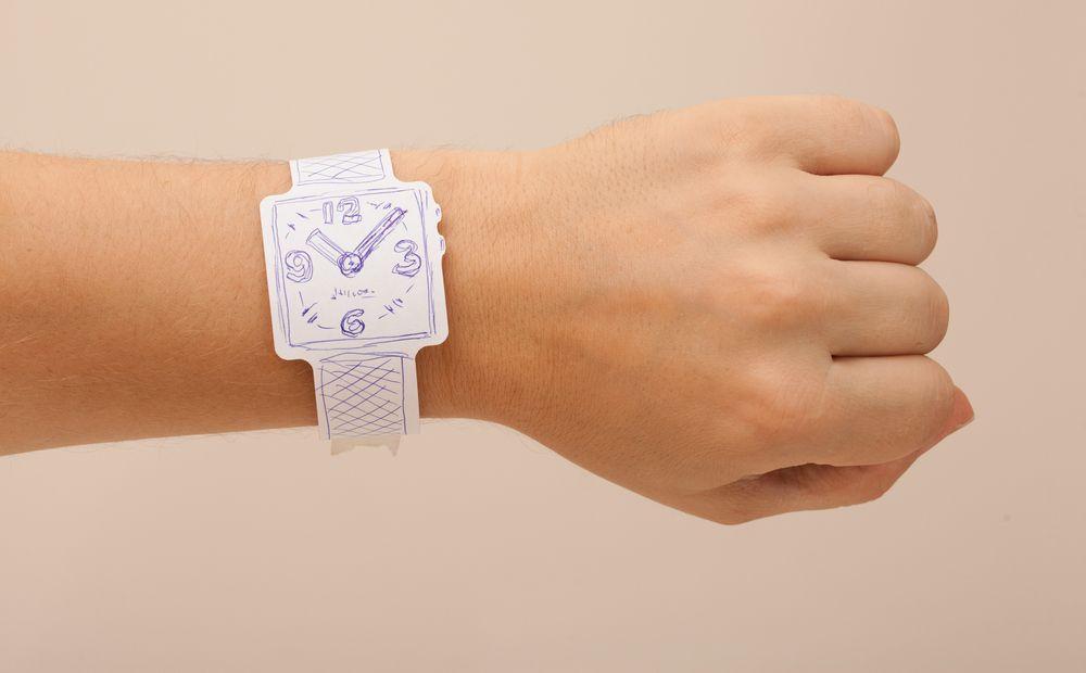 Часы fun paper watch показывают время и дату, которые отображаются при помощи светодиодов.