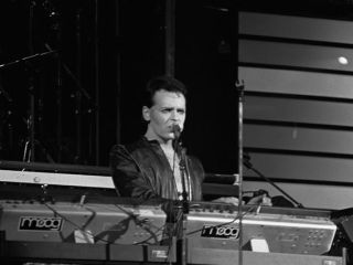 Gary Numan inventing synthpop