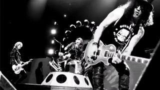 GNR onstage in Las Vegas on April 8, 2016