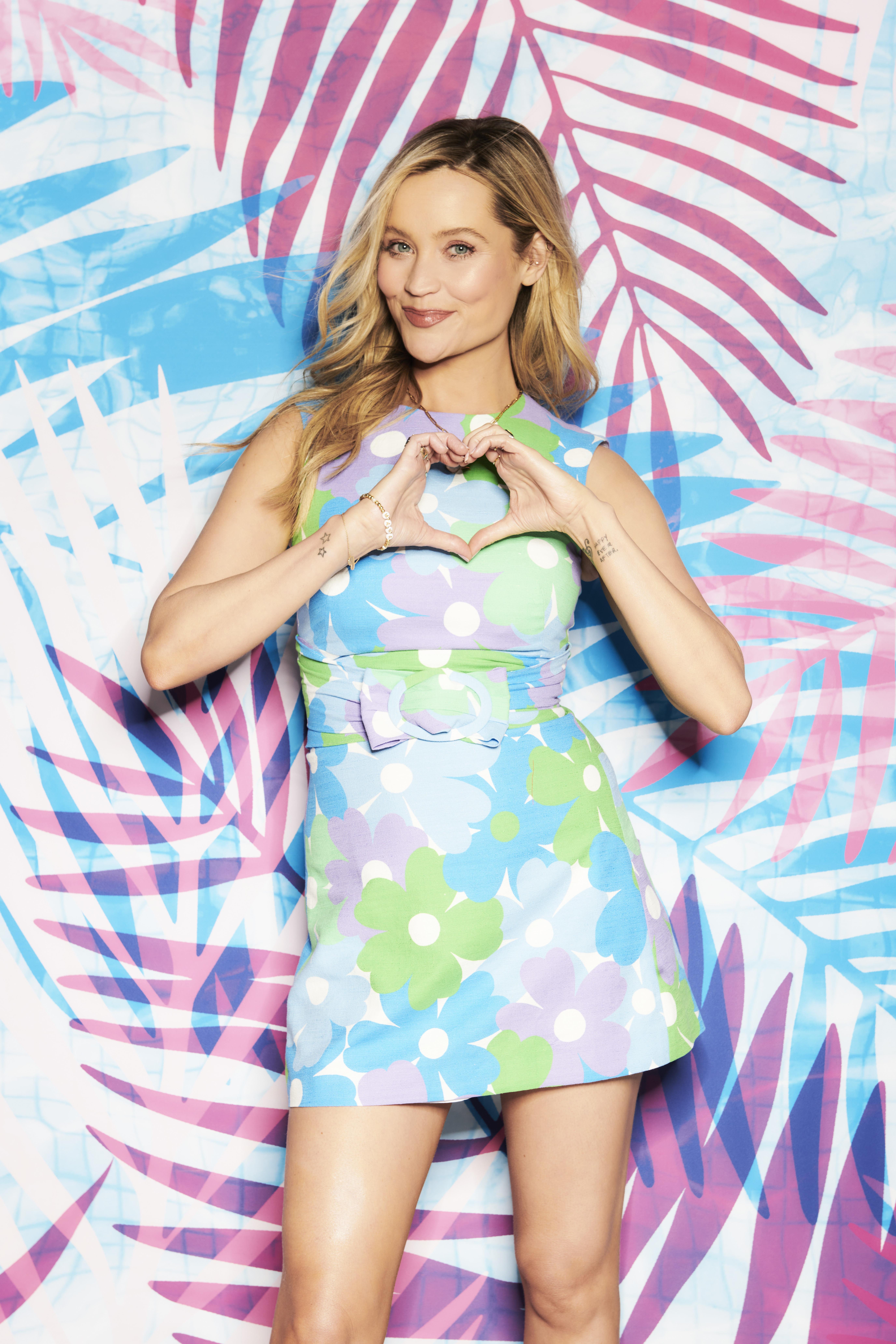 Laura Whitmore presentará la nueva serie de Love Island en la televisión esta noche.
