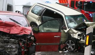 car crash teens driving license limits