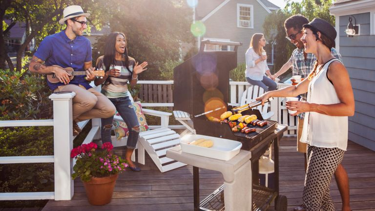 how to light a bbq: party with friends in garden