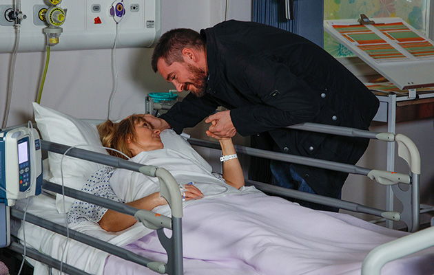 Pete tells Rhona he loves her and that her and Leo are all the family he needs in Emmerdale