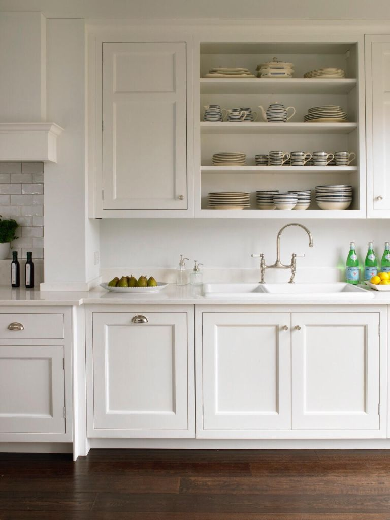 How to design a Shaker kitchen: white shaker style kitchen by Brayer Design