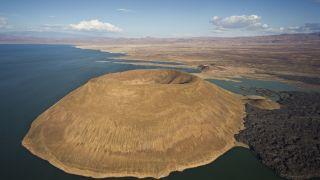 在肯尼亚大裂谷的图尔卡纳湖附近,有一处可能是已知最古老的考古遗址,名为洛梅克维3号。