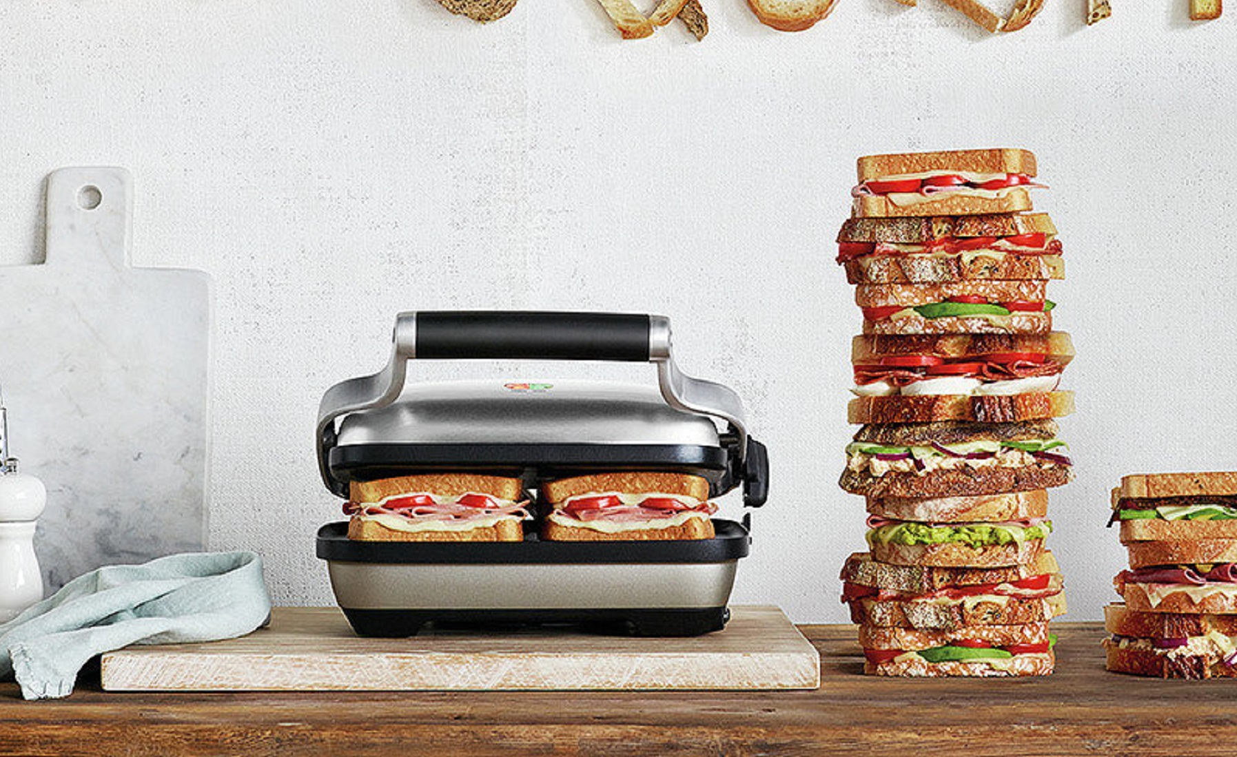 NEW  2 SLICE ELECTRIC SANDWICH MAKER TOASTER TOASTIES NON STICK GRILL PRESS 700W