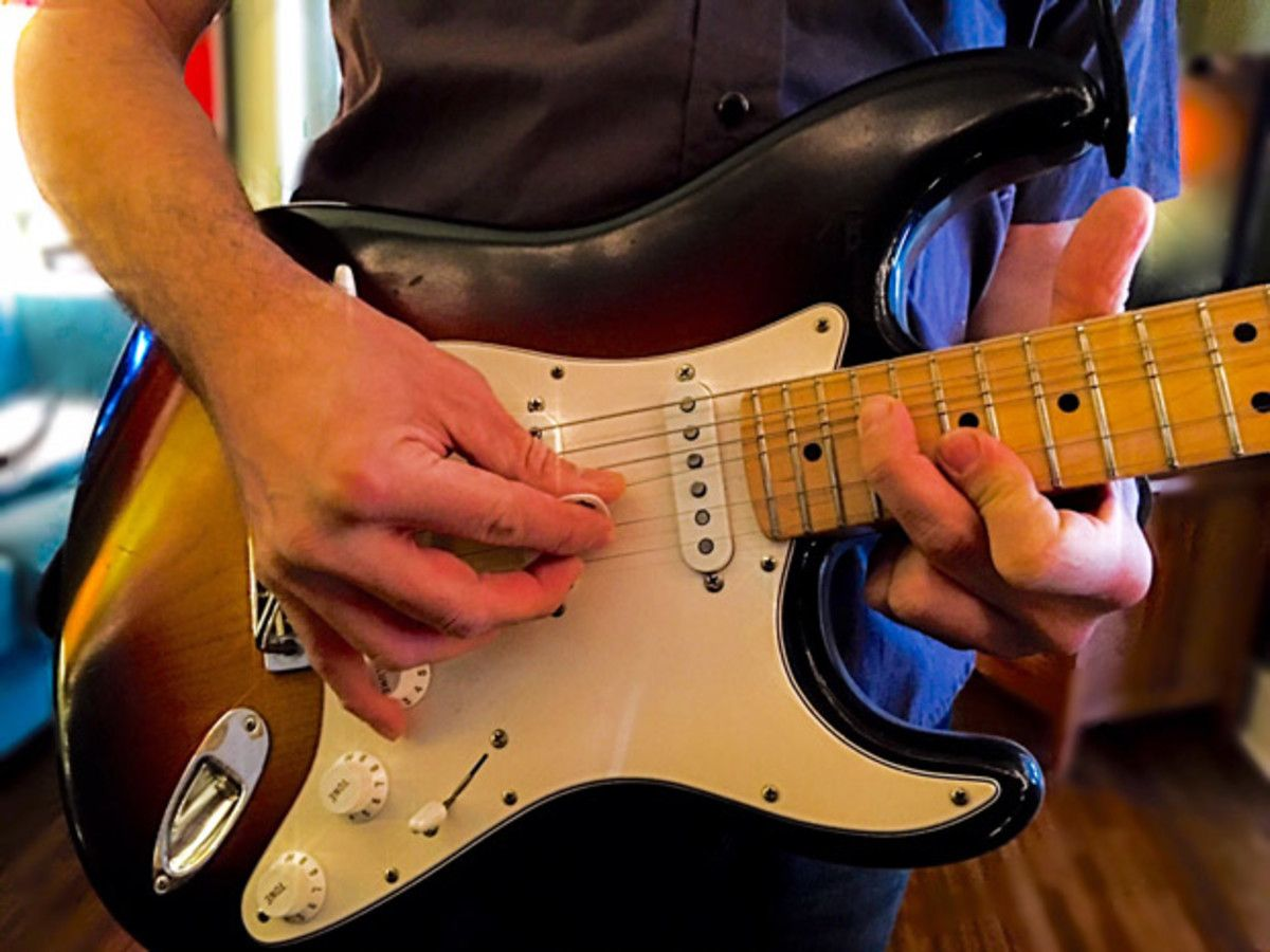 Two-Hand Tapping Workout, Part 1: Pentatonic Scales