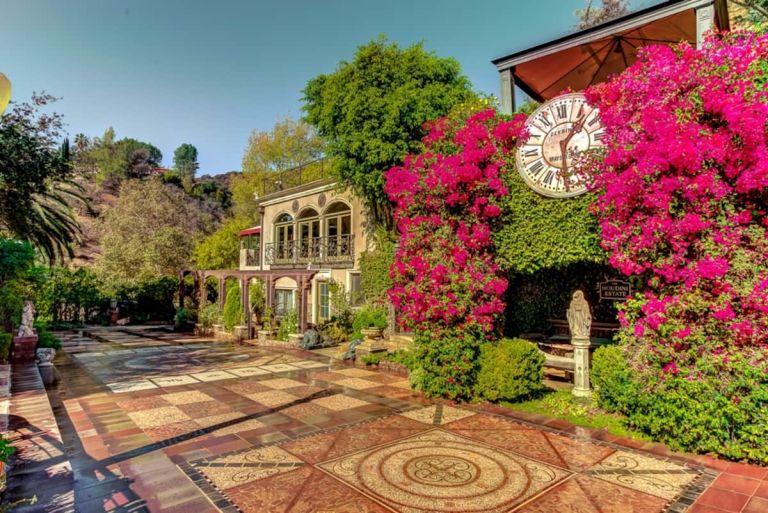 Airbnb Houdini Estate