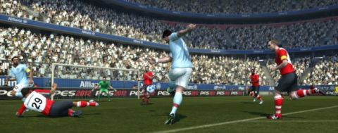 PES 12 review thumb