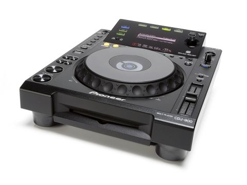 The CDJ-900 has a similar look and feel to the CDJ-2000.