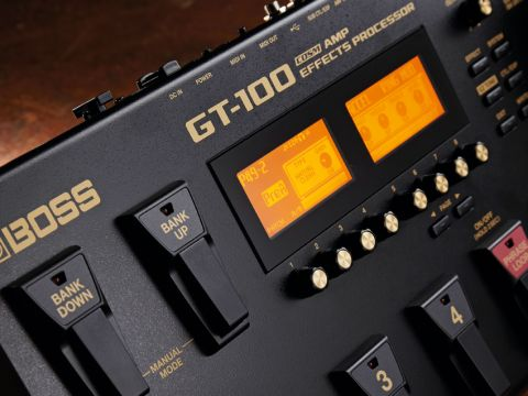 The GT-100's manual mode enables you to operate the unit like a conventional pedalboard.