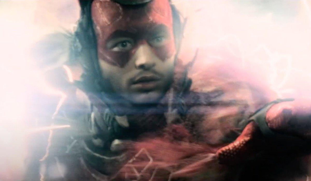 Future Flash time traveling in Batman v Superman