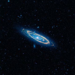 Mid-infrared Emission from the Great Galaxy in Andromeda