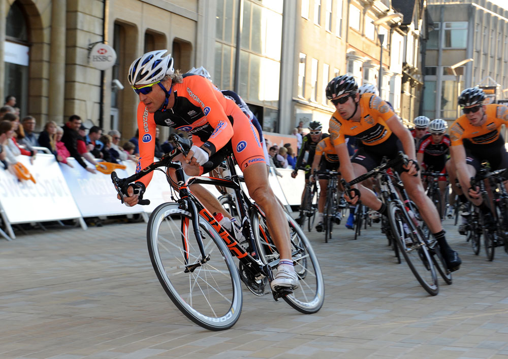 Malcolm Elliott on front, Tour Series 2011, round 3