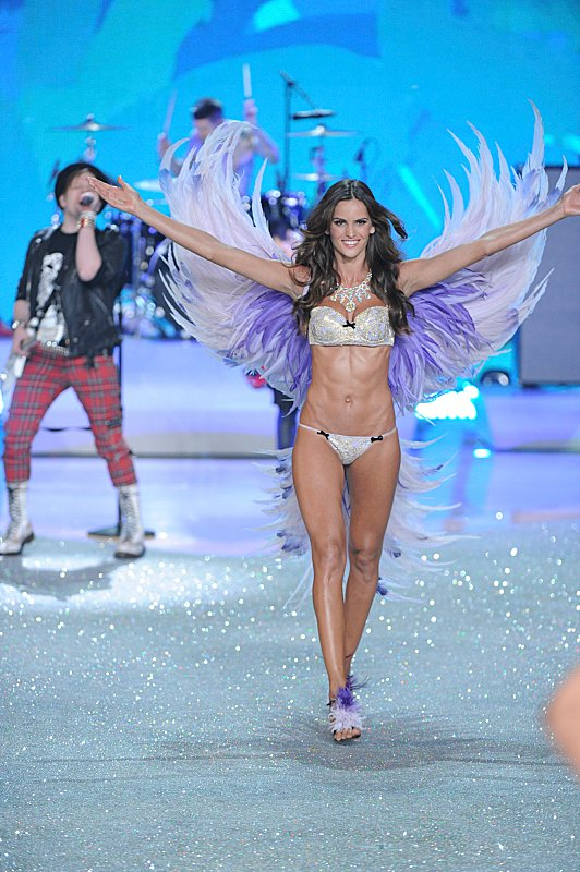 Watch Victoria's Secret Angels Lip Sync To Taylor Swift's 'I Knew You Were Trouble' #29887