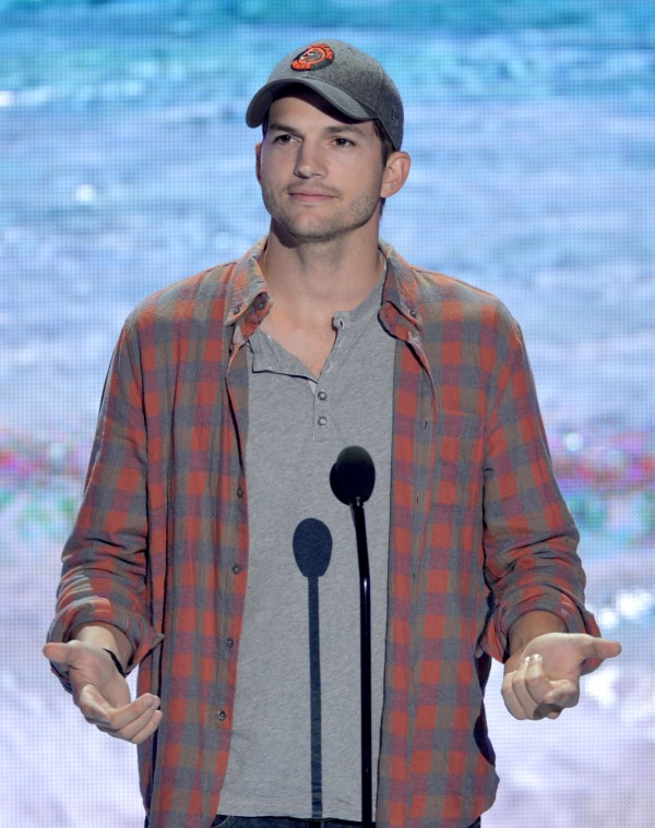 A picture of Ashton Kutcher at the Teen Choice Awards