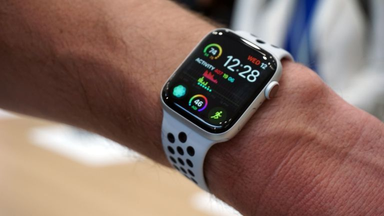 apple watch series 4 review the best smartwatch takes a. Black Bedroom Furniture Sets. Home Design Ideas