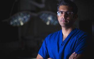 Surgeons: At the Edge of Life - S2 shows Navin Furtado