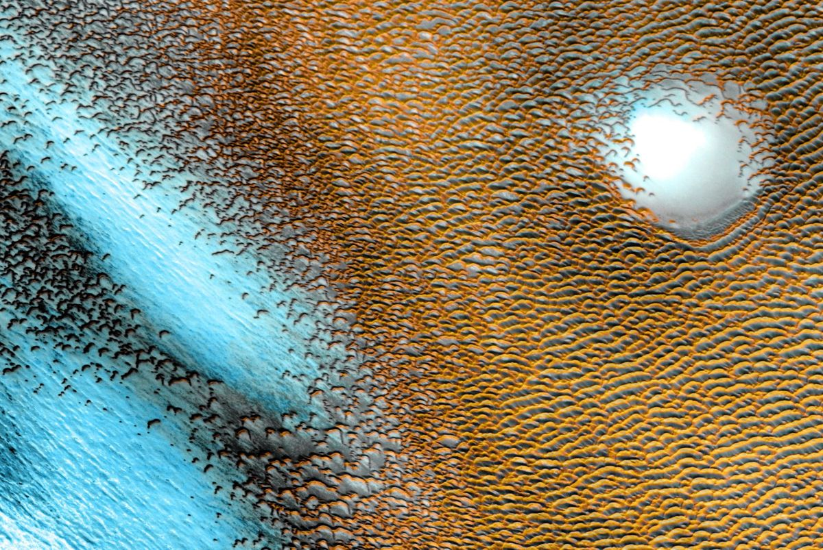 Strange blue structures glow on Mars in new NASA image