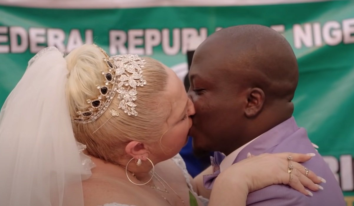 Angela and Michael kissing 90 Day Fiance: Happily Ever After? TLC