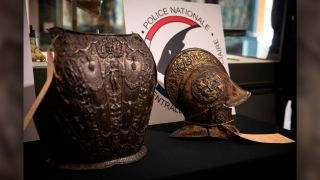 """A breastplate and a ceremonial helmet, two """"exceptional"""" objects from the Italian Renaissance, were handed over by the police to the Louvre museum after being found in Bordeaux during an auction linked to an estate."""