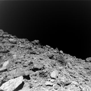 A photograph of Ryugu's surface captured by the MASCOT lander.