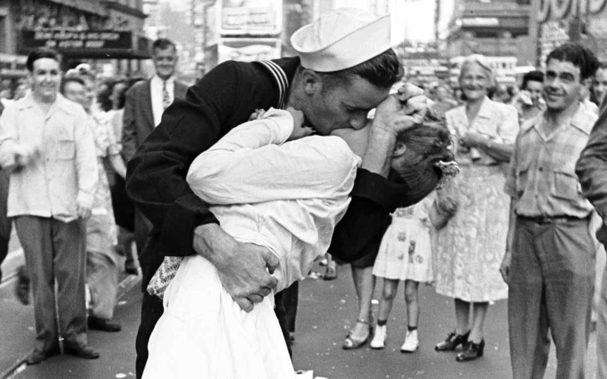 WWII Sailor in Controversial 'The Kiss' Photo Dies at 95