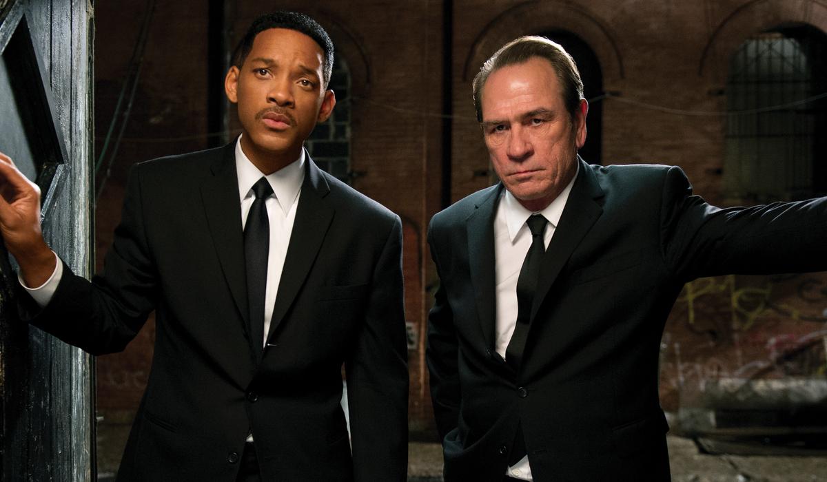 Men In Black III Will Smith and Tommy Lee Jones stand in a doorway