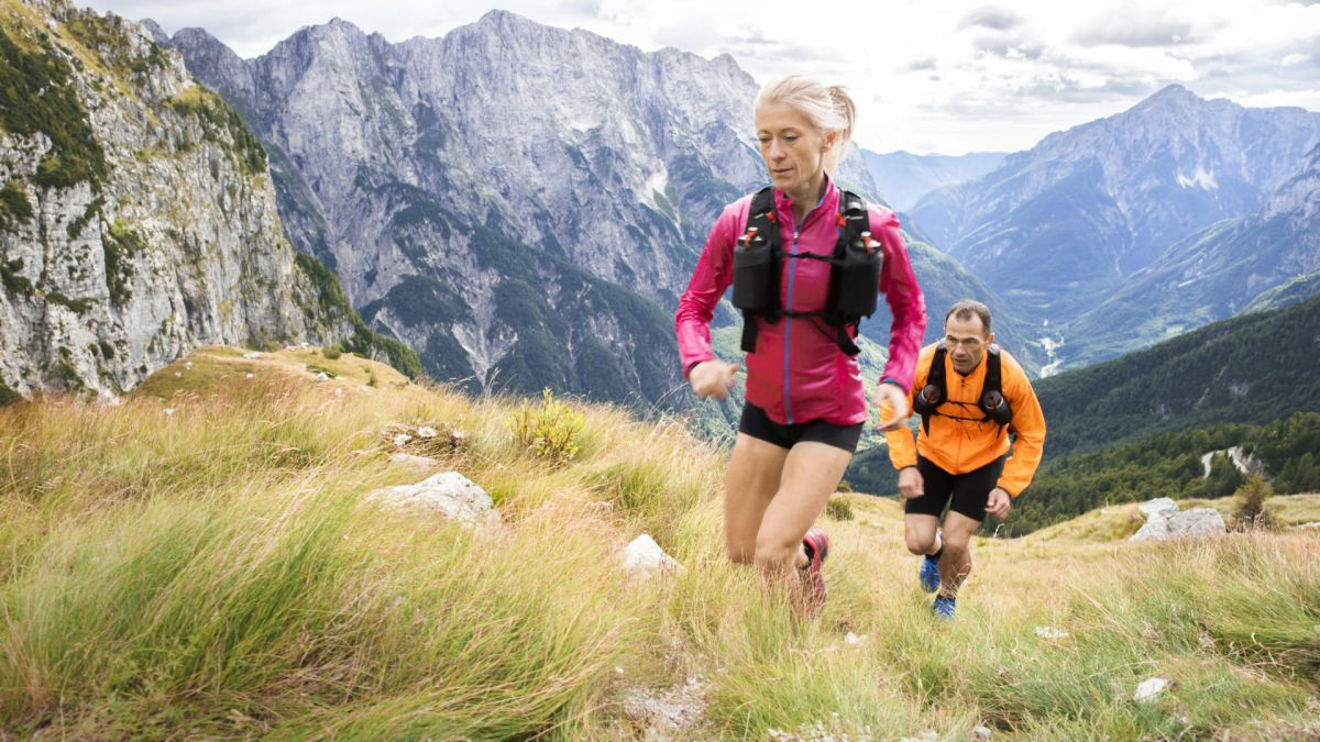 How to choose a running backpack: for hydration and mid-run refueling with zero chafing