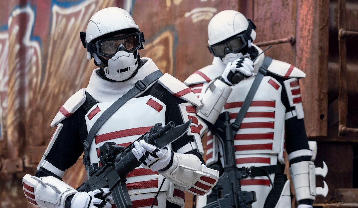 armored commonwealth soldiers on the walking dead season 10