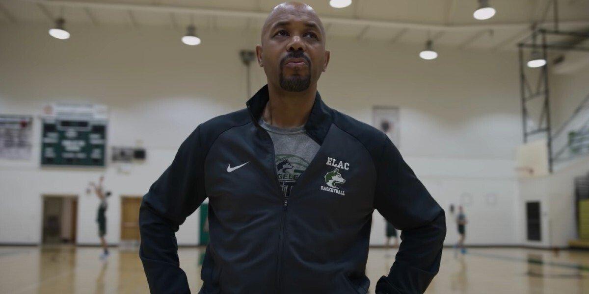 Coach John Mosley on the court Last Chance U: Basketball Netflix