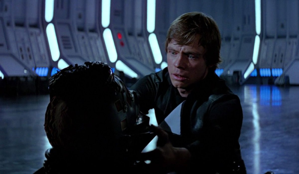 Return of the Jedi Luke removes Vader's mask