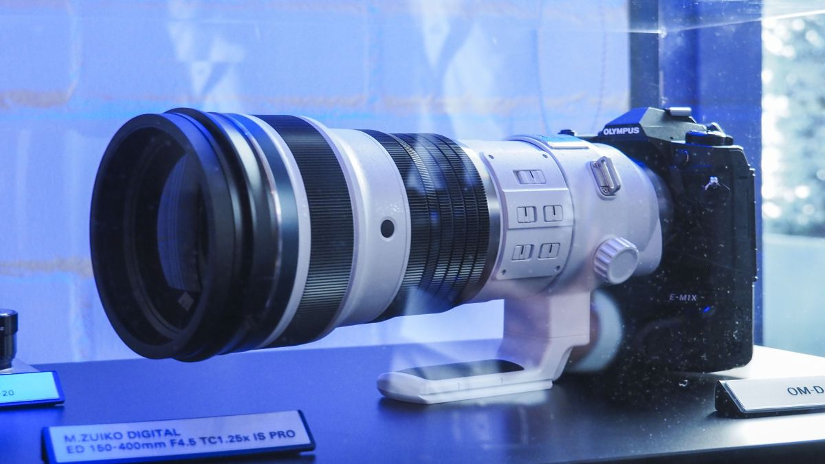 Olympus is developing a 150-400mm f/4.5 telephoto with a built-in teleconverter