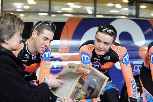 Jonny McEvoy and Steven Burke look at Cycling magazine 1979, Motorpoint Marshalls Pasta 2010