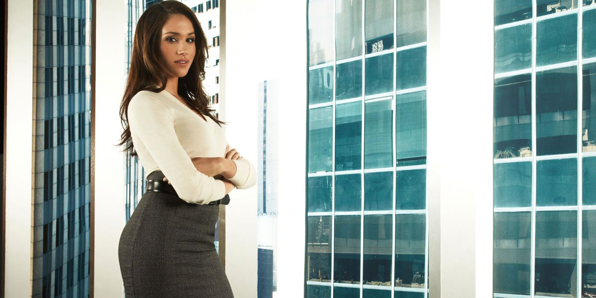 Meghan Markle in tight skirt on Suits