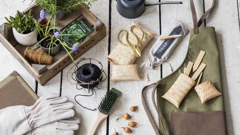 Best gifts for gardeners: garden accessories