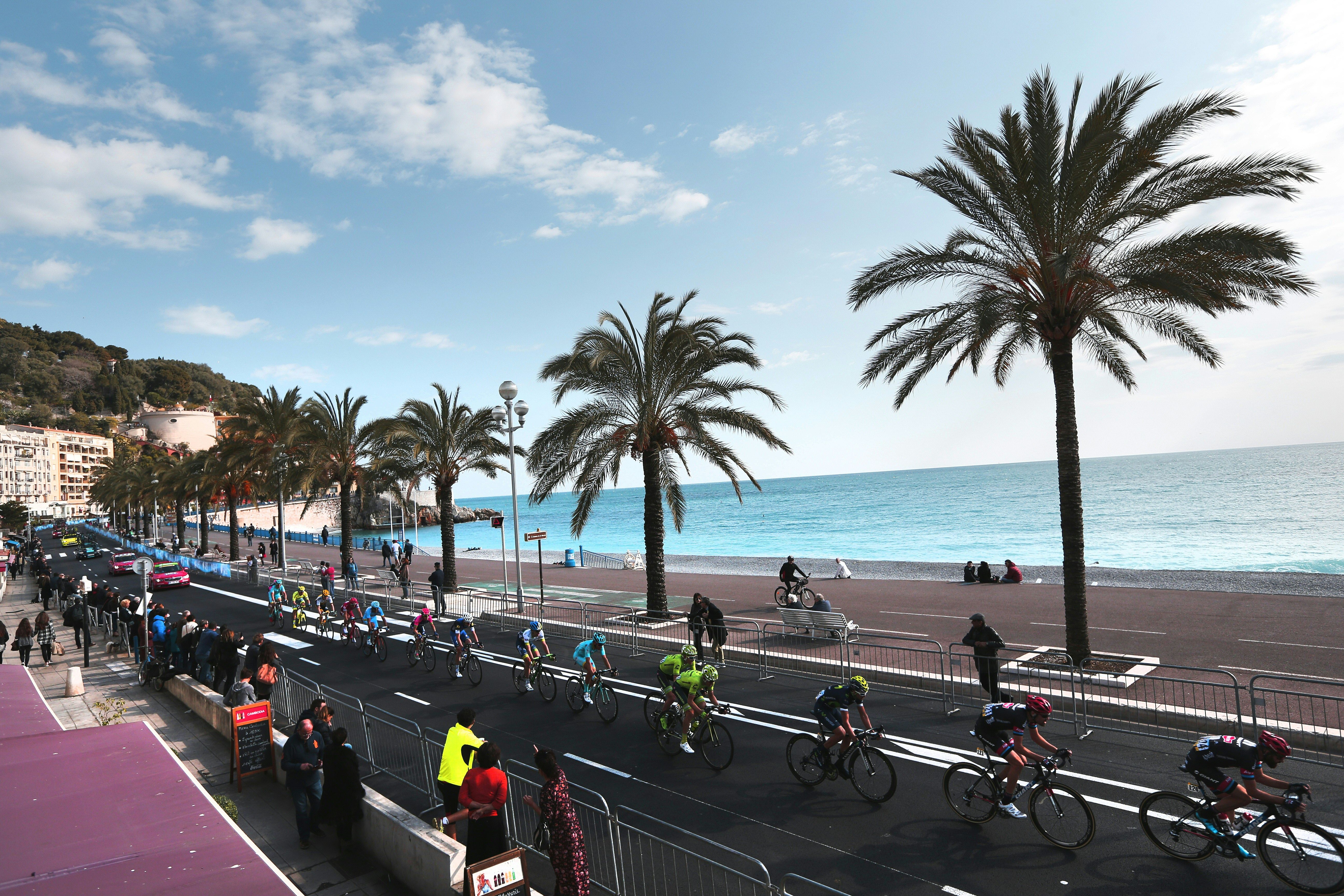 The peloton on the Promenade des Anglais on the final day of Paris-Nice in 2016.