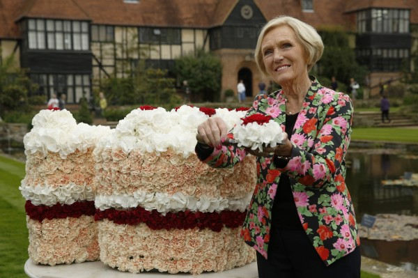 Mary Berry cutting the giant floral cake designed by florist Simon Lycett