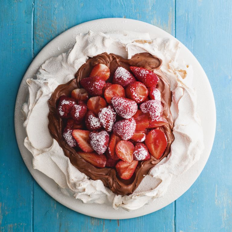 Strawberry and chocolate pavlova meringue recipe