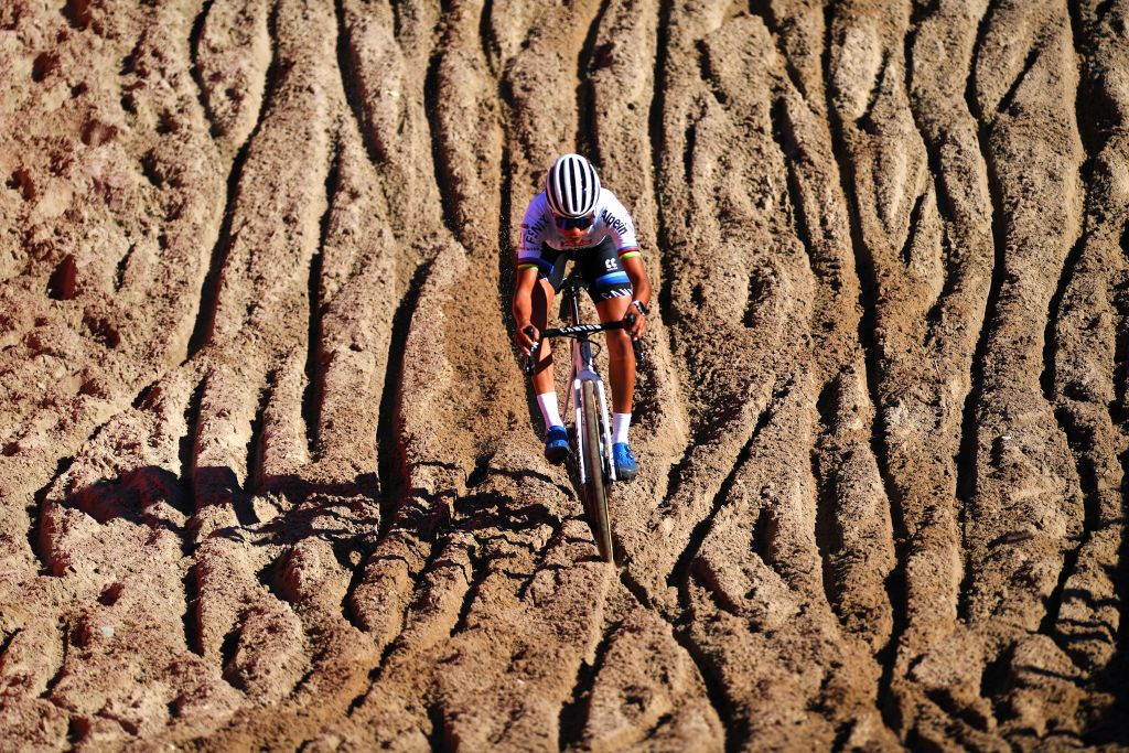 Alvarado returns to podium at her first cyclo-cross World Cup of season