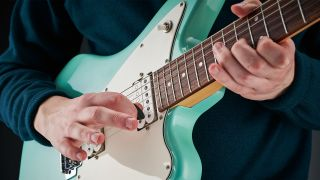 Build a solid foundation to your soloing by learning major pentatonic scale positions and patterns