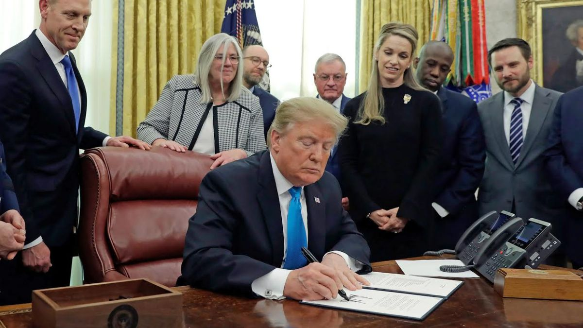 Trump Signs Directive to Create a Military Space Force