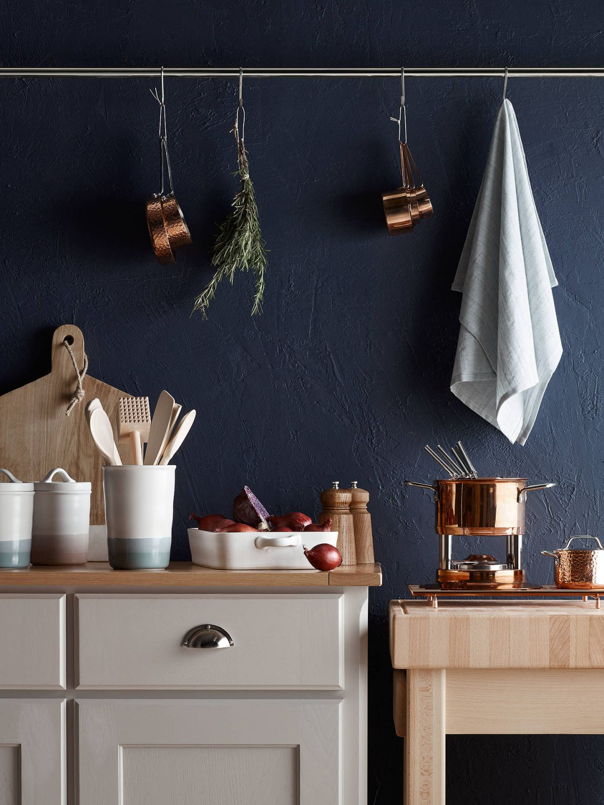 Looking for a quick way to make your kitchen more stylish? Rose gold accessories are the answer
