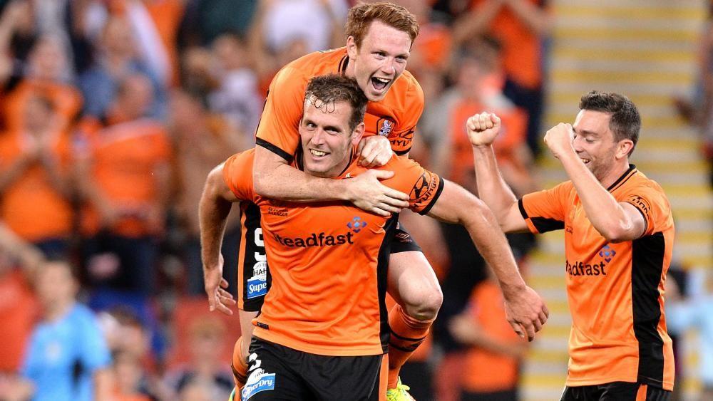 Brisbane Roar 1 Melbourne Victory 1: Late drama marks A ...